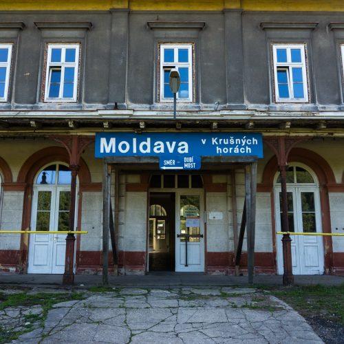 moldava-confine-repubblica-ceca-germania-krusne-hory-stazione-ferroviaria-berightback-min