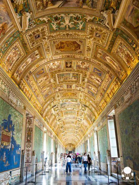 musei vaticani roma soffitto galleria carte geografiche dettagli