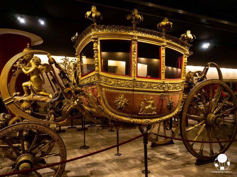 musei vaticani roma padiglione carrozze berlina dorata carrozza papa