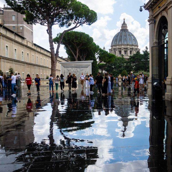 musei vaticani roma terrazza dle belvedere riflesso cupola san pietro