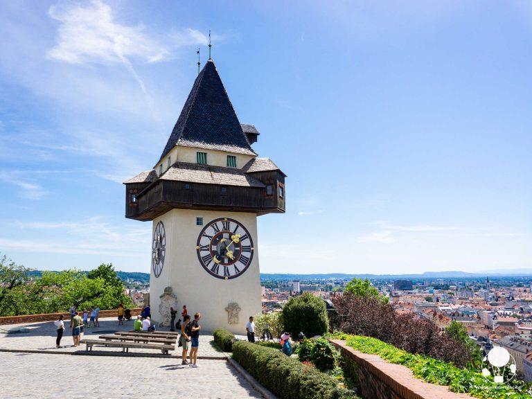 graz stiria austria schlossberg torre dell'orologio e vista sul centro città