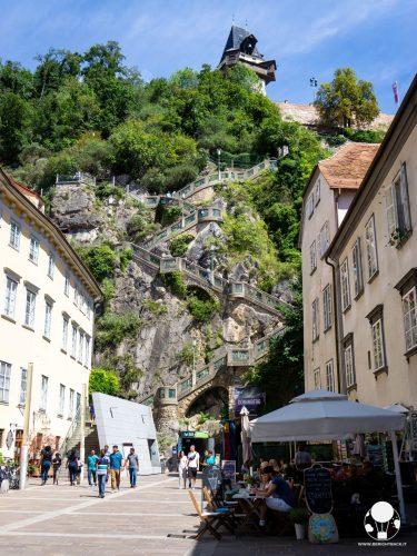 graz stiria austria scalinata collina schlossberg fino a torre dell'orologio