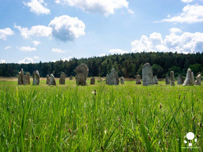 holasovice boemia del sud villaggio unesco repubblica ceca fila stonehenge cerchio pietre finto