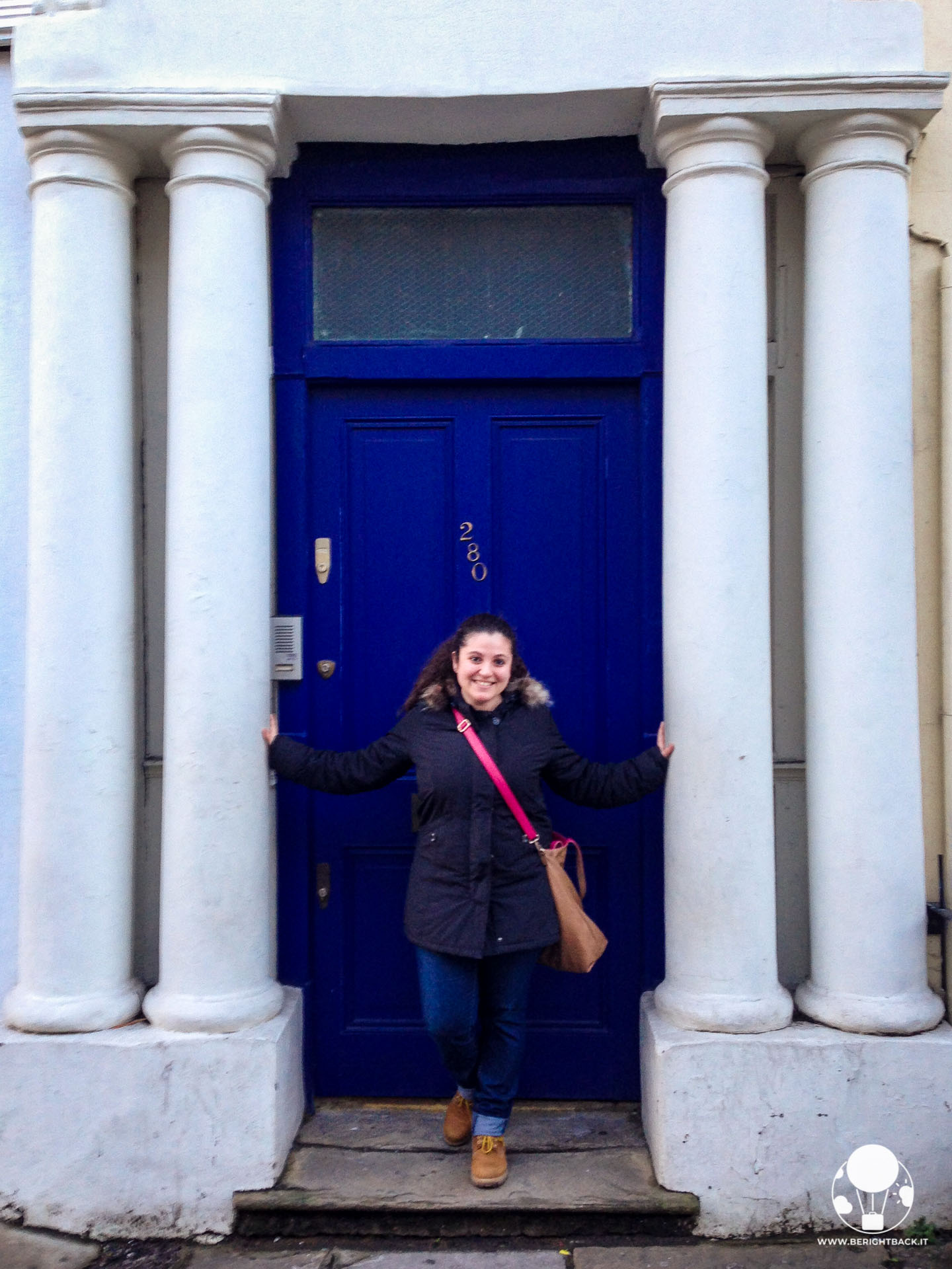 notting hill londra blue door appartamento william libraio hugh grant