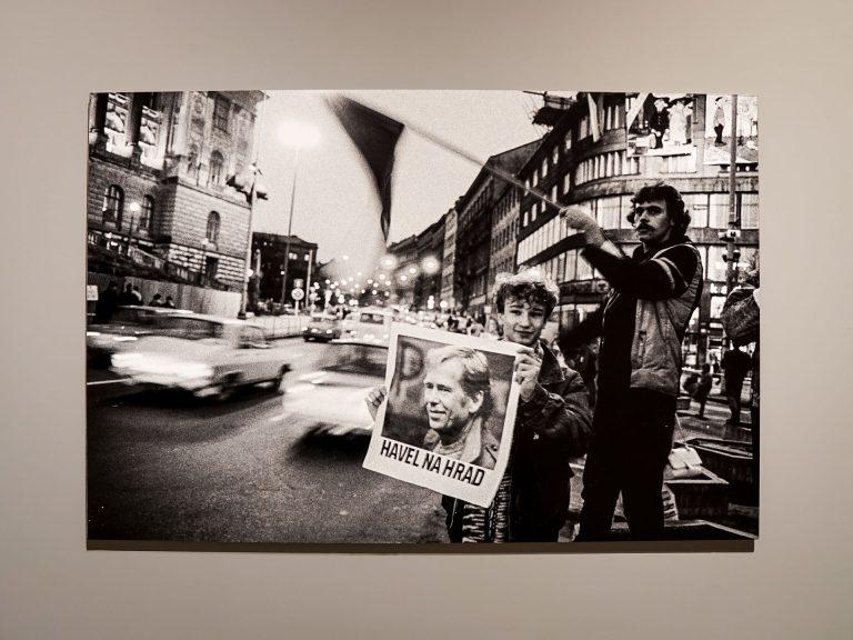 Rivoluzione di Velluto, i cittadini chiedono a gran voce Havel al castello