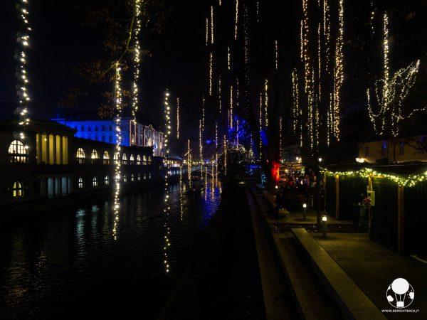 lubiana slovenia decorazione natalizia salice ljubljanica