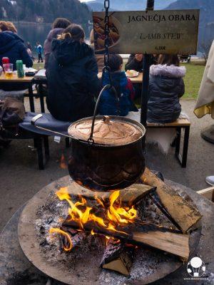 mercatino-di-natale-lago-di-bled-slovenia-stufato-di-agnello-berightback
