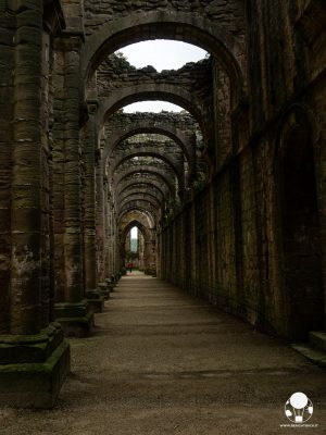 Una delle navate principali della chiesa dell'abbazia di Fountains