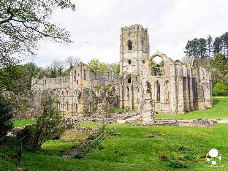 I maestosi resti dell'abbazia di Fountains, antico monastero cistercense