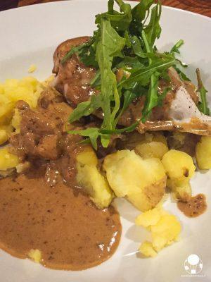 balmoral chicken pollo ripieno di haggis e salsa al whisky con verdure