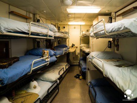 La stanza dedicata all'equipaggio sulla Royal Yacht Britannia, Edimburgo