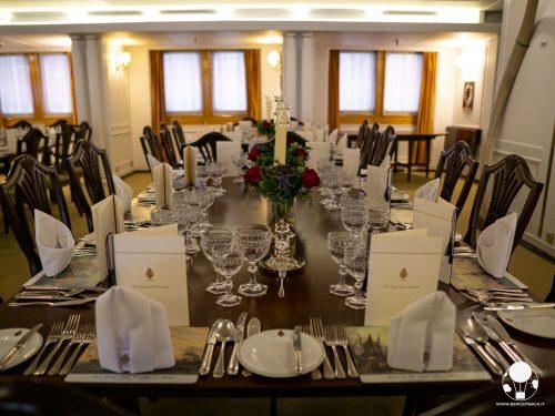 La sala da pranzo della Royal Yacht Britannia è usata ancora per ricevimenti privati di grande importanza