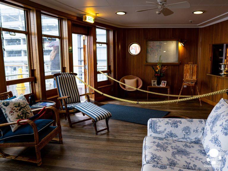 La sun lounge era la stanza dove, a bordo della Royal Yacht Britannia, la regina ed il principe preferivano trascorrere il tempo