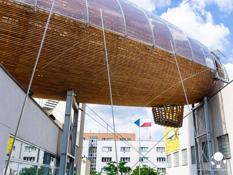 praga-7-quartiere-holesovice-dox-centro-di-arte-contemporanea-dirigibile-berightback