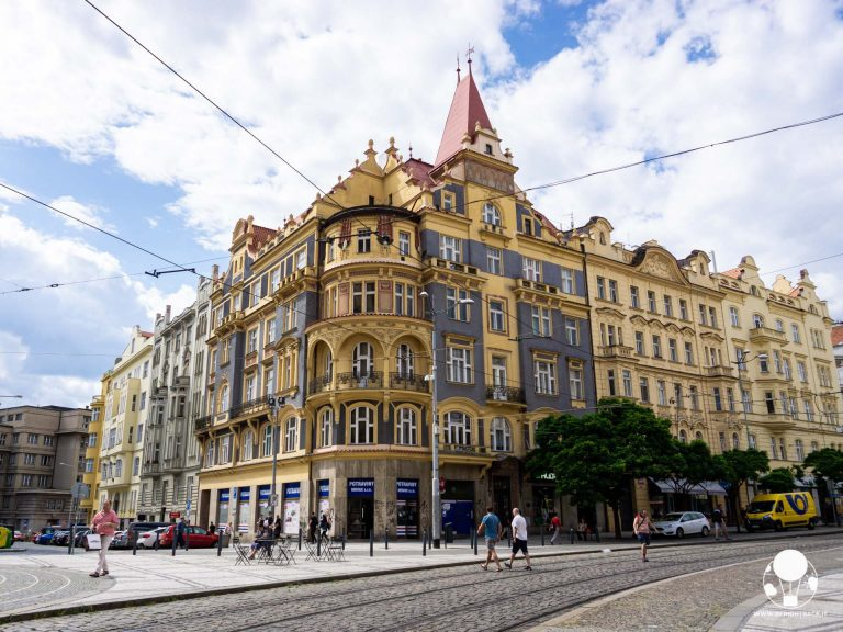 praga-7-quartiere-holesovice-piazza-strossmayer-berightback