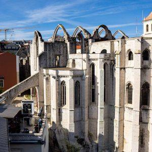 elevador-de-santa-justa-lisbona-vista-panoramica-su-monastero-do-carmo-berightback