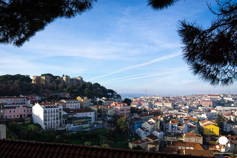 miradouro-da-graca-lisbona-vista-panoramica-su-castello-berightback