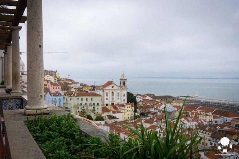miradouro-do-santa-luzia-lisbona-santa-lucia-vista-panoramica-berightback
