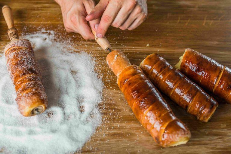 Che lo si chiami trdlo, trdelnik o manicotto di Boemia, poco cambia: non è un dolce tipico ceco