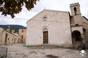Campello sul Clitunno, il castello medievale di Campello alto con la chiesa di San Donato