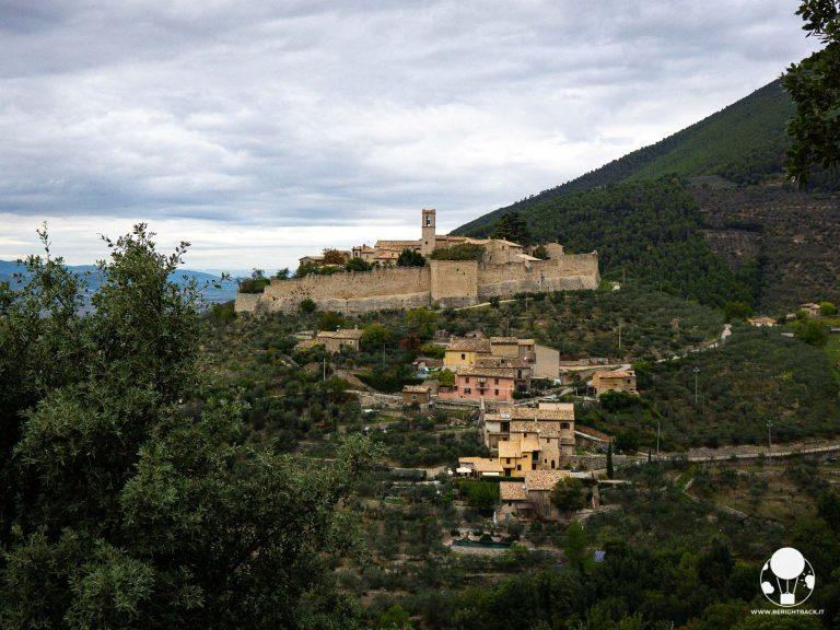 Campello sul Clitunno, il castello medievale di Campello alto custodisce un borgo da cartolina
