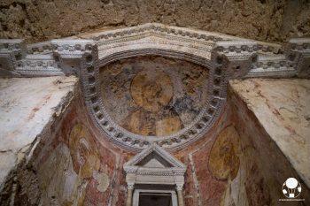 Campello sul Clitunno, gli affreschi all'interno del Tempietto longobardo patrimonio UNESCO