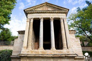 Campello sul Clitunno, la facciata del Tempietto longobardo patrimonio UNESCO
