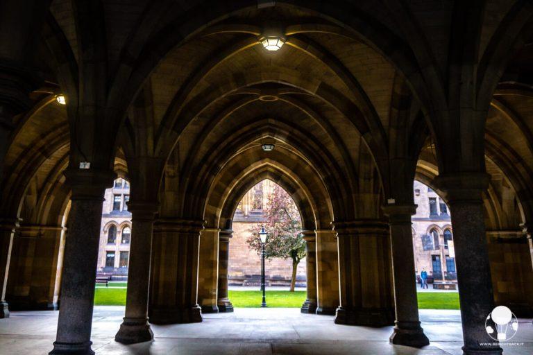 campus-universita-di-glasgow-chiostro-outlander-berightback