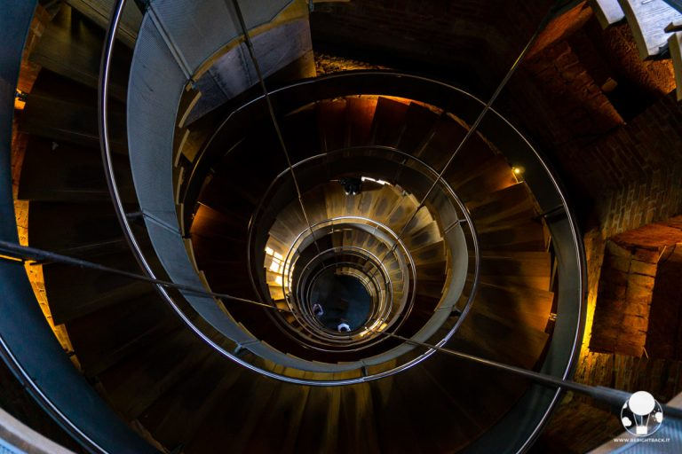 glasgow-lighthouse-museo-design-scalinata-chiocciola-torre-mackintosh-berightback