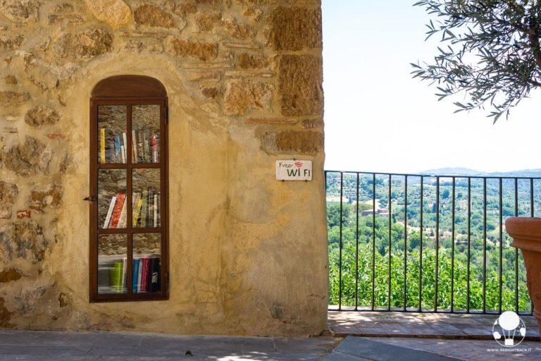 castelmuzio-borgo-salotto-valdichiana-senese-libreria-pubblica-in-muro-berightback