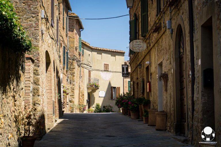 castelmuzio-borgo-salotto-valdichiana-senese-vicolo-centro-storico-berightback