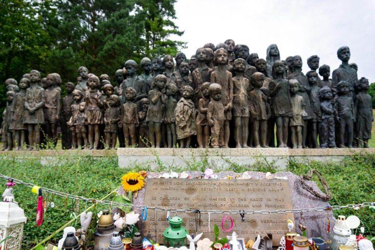 lidice-monumento-in-memoria-dei-bambini-berightback