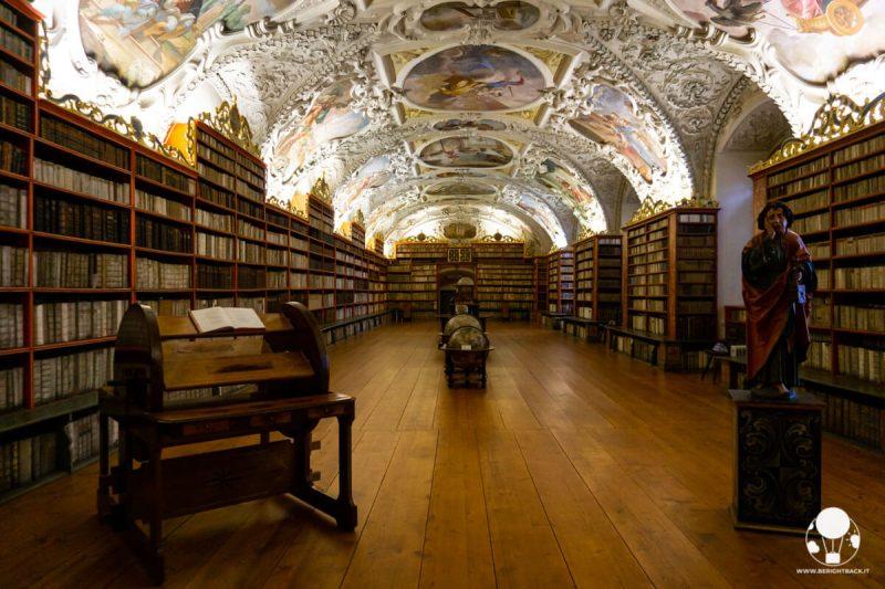 monastero-di-strahov-praga-biblioteca-sala-teologica-berightback