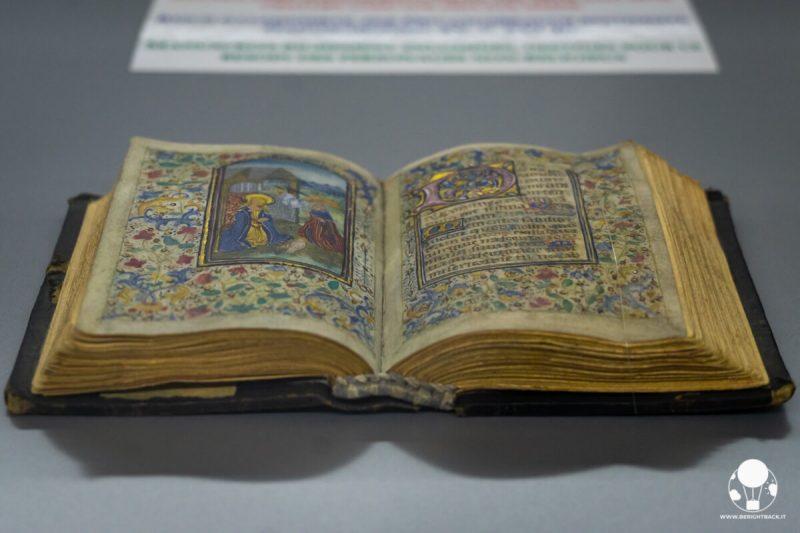 monastero-di-strahov-praga-gabinetto-delle-curiosita-bibbia-esposta-berightback