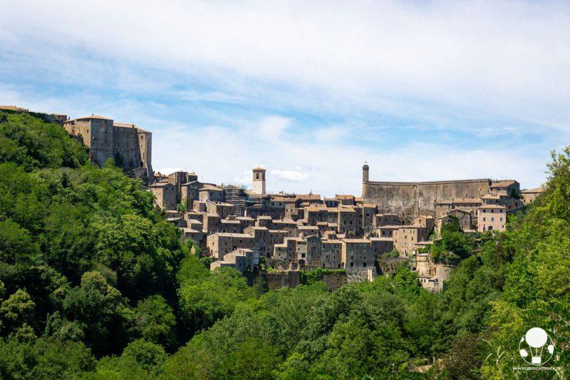 sorano-borgo-del-tufo-maremma-punto-panoramico-berightback