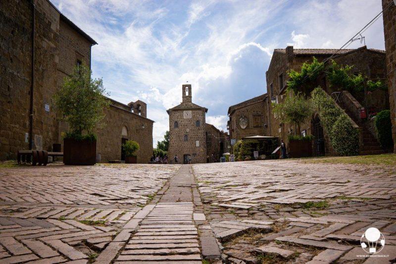 sovana-borgo-del-tufo-maremma-piazza-del-pretorio-berightback