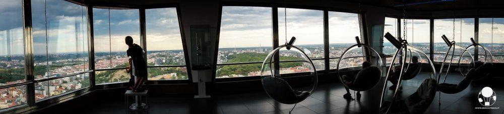 torre-della-televisione-interno-ovetti-praga-zizkov-berightback-min