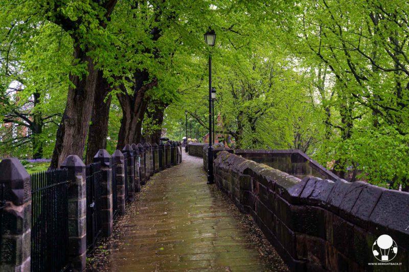 chester-cosa-fare-camminare-lungo-mura-medievali-berightback