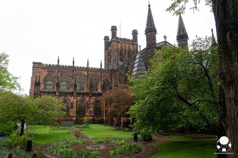 chester-cosa-vedere-cattedrale-gotico-normanna-dalle-mura-berightback