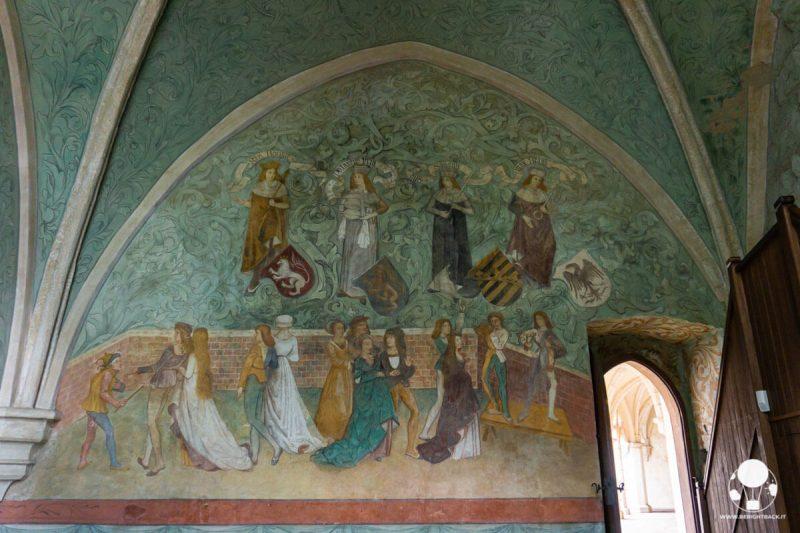 castello-zvikov-boemia-meridionale-affreschi-medievali-torre-markomanka-berightback
