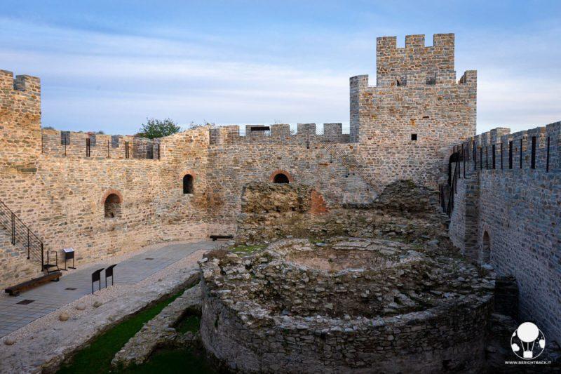 Fortezza di Ram, la corte interna con la torre mozza