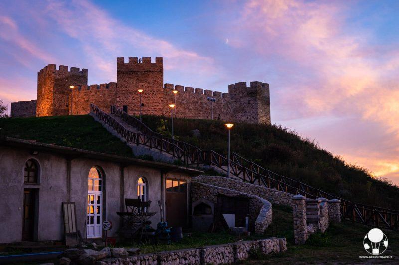 Fortezza di Ram, vista d'insieme dalla riva del Danubio