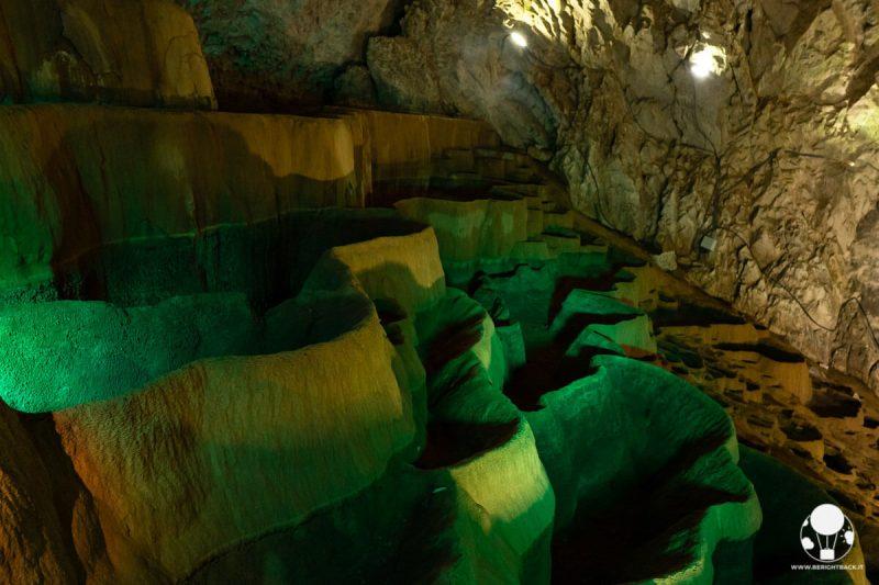 Grotta di Stopića, terrazzamento di vasche calcaree