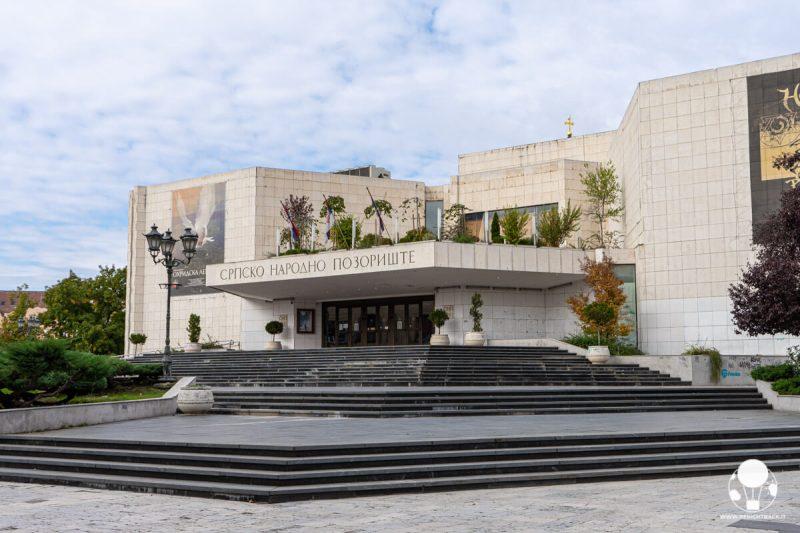 Esterno del teatro nazionale serbo di Novi Sad