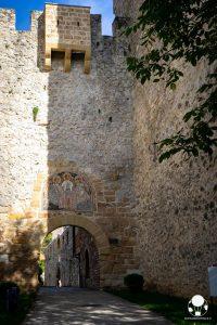 Ingresso del monastero di Resava con mosaico medievale