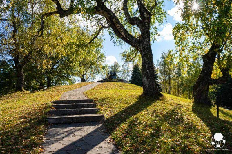 Collina con cannone sulla cima, memoriale di Kadinjača