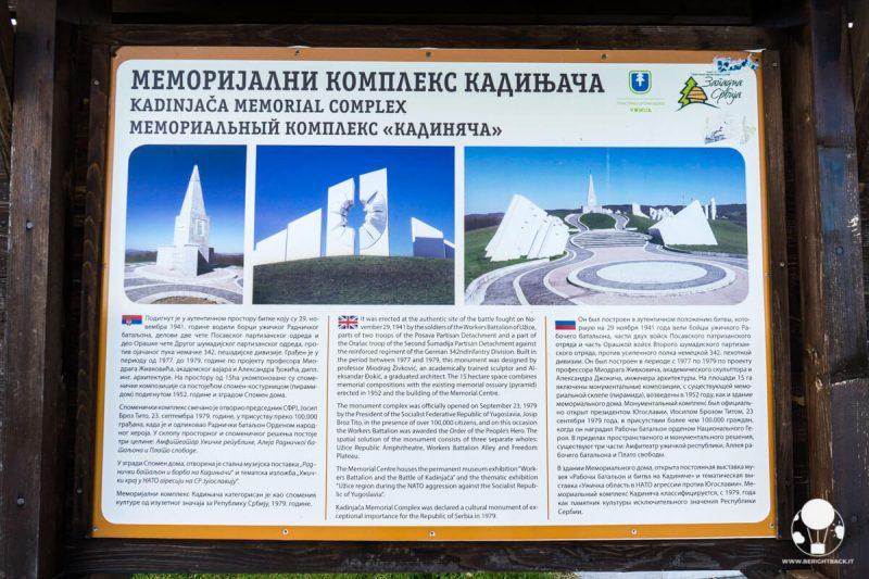 Cartello esplicativo all'ingresso del memoriale di Kadinjača