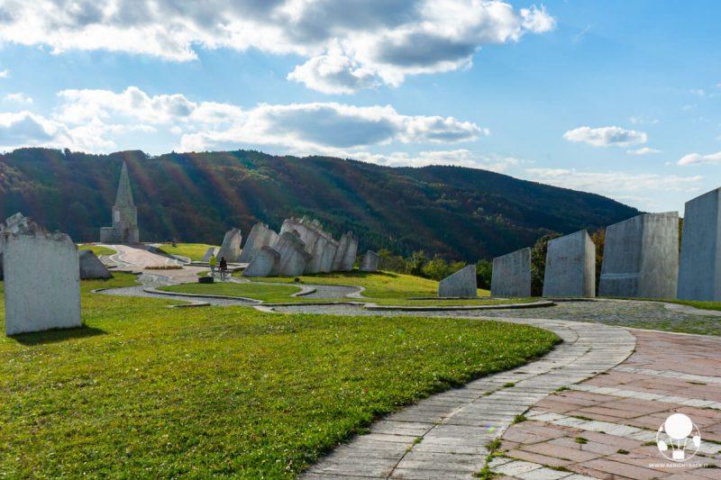 Vista d'insieme sul memoriale di Kadinjača