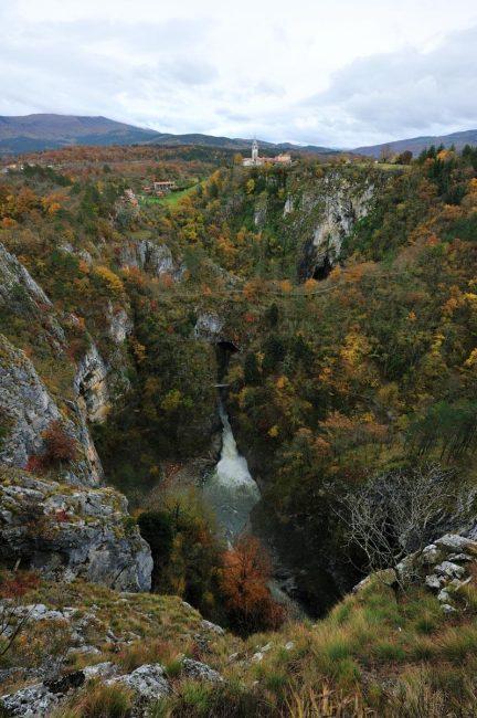 Dolina delle Grotte di San Canziano vista dall'alto