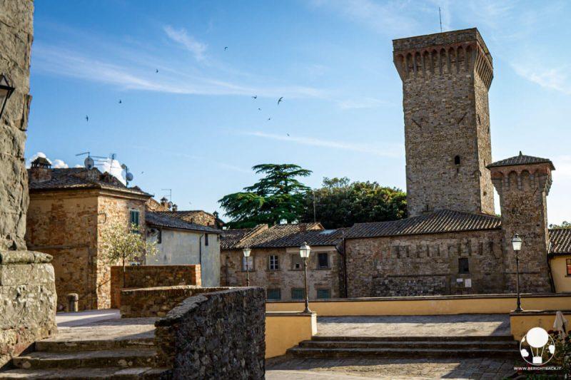 Terrazza panoramica sulle due torri del Cassero senese, Lucignano
